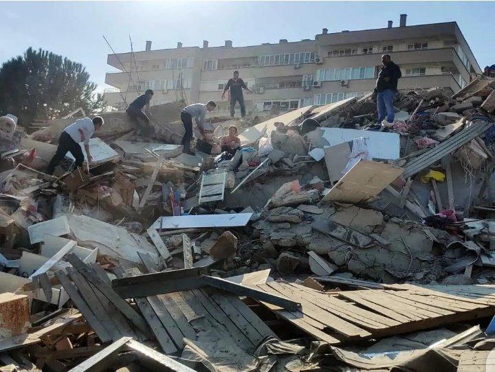 Двајца тинејџери меѓу 26-те загинати во земјотресот, над 800 повредени