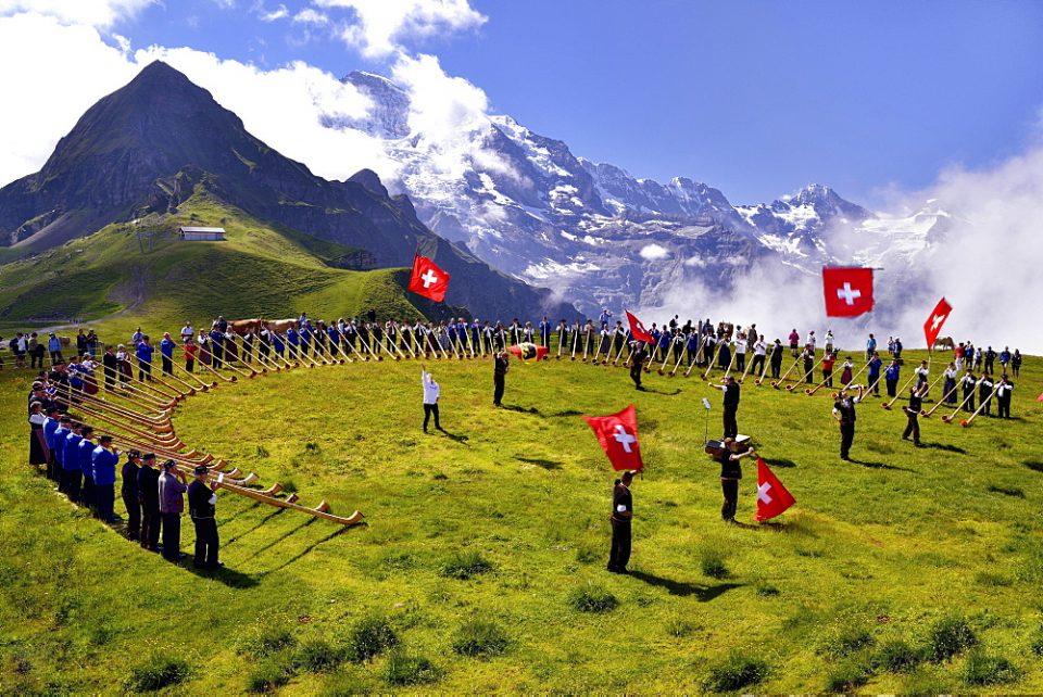 Концерт со јодлање е кластерот за масовниот пораст на Ковид-19 во Швајцарија