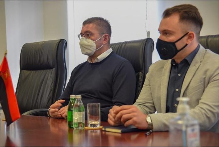 Мицкоски на средба со Вуцас: Лошиот менаџмент на власта со здравството, резултира со негативни последици