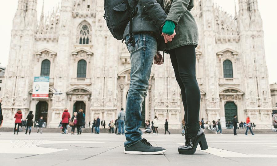 Ги казнија 400 евра зошто се бакнуваа на улица во Милано