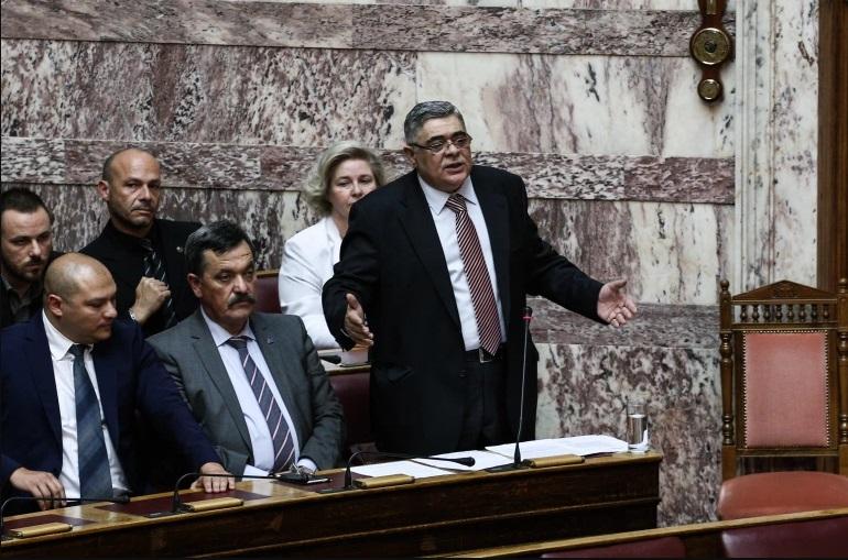 """Лидерот на """"Златна зора"""" прогласен виновен за формирање криминална организација"""