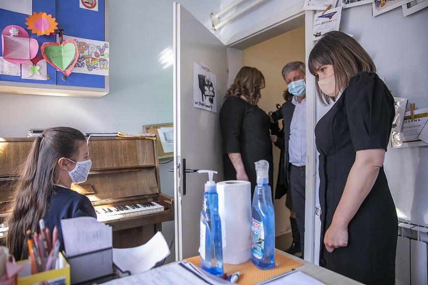 Неделков: Пари за прекувремено ангажирање на наставниците се префрлени од МОН до општините