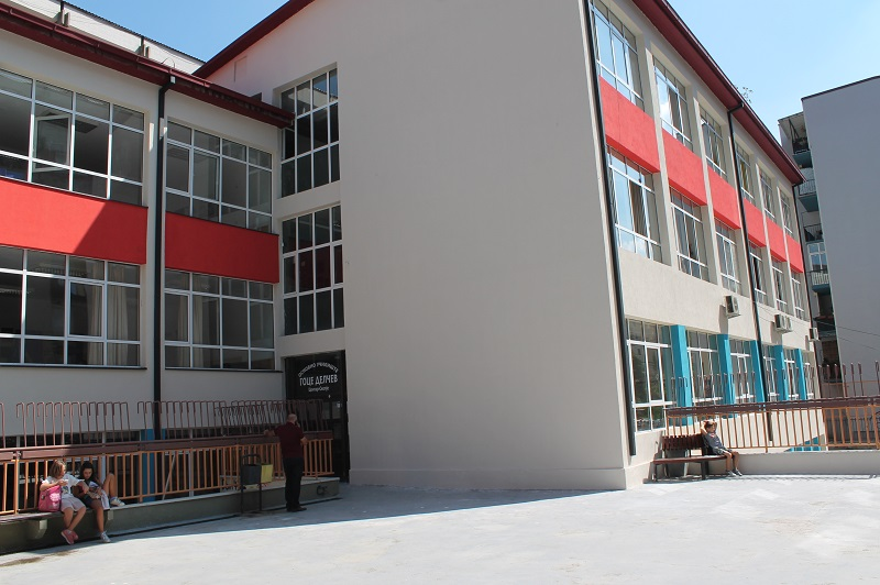 """Наставничка со симптоми на корона вирус го носела детето во училиште: Уште 22 деца од """"Гоце Делчев"""" се во изолација"""