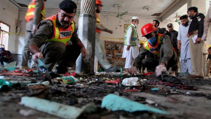 Бомбашки напад врз училиште во Пакистан: Седум загинати и најмалку 70 повредени