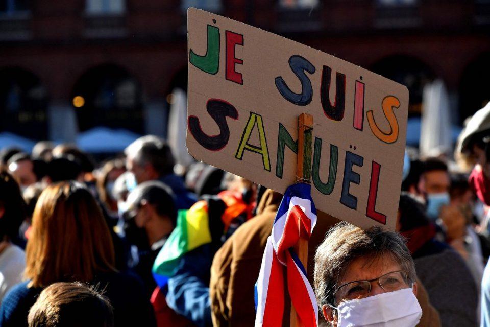 За пари го посочиле: Четворица ученици меѓу 15 уапсени по свирепото убиство на наставникот во Париз