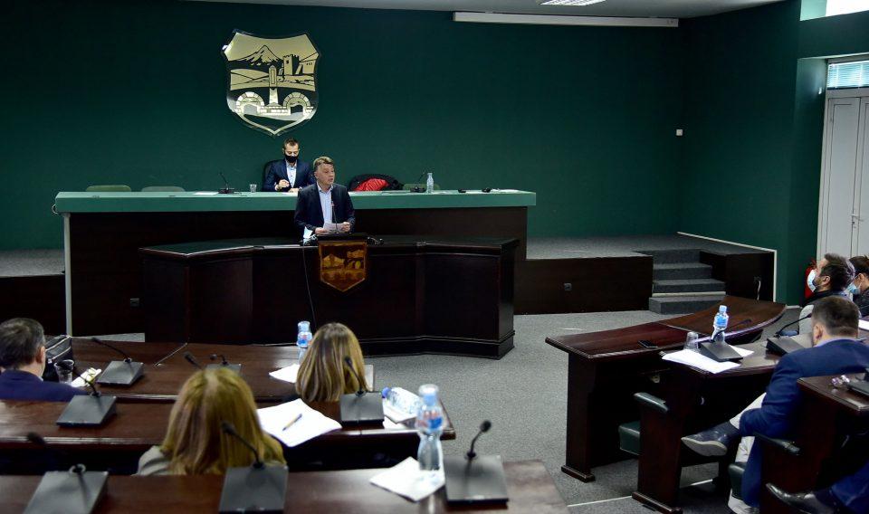 Шилегов без да ги консултира скопјани носи плански документи за Град Скопје