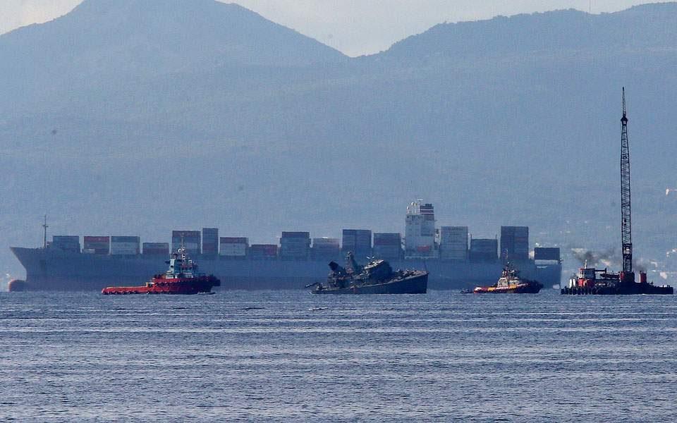 Грчки воен брод се судри со португалски товарен брод, евакуиран екипажот