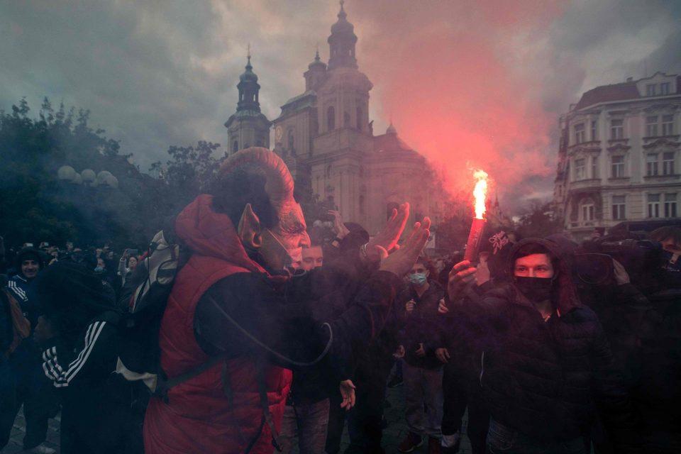 Хаос во Прага: Чесите на улица по најавените мерки од Владата