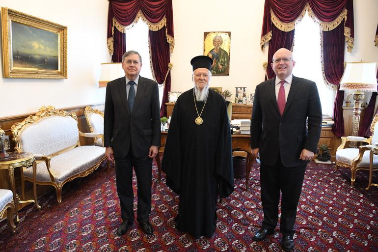 Поранешниот американски амбасадор во Македонија Филип Рикер се сретнал со Патријархот Вартоломеј