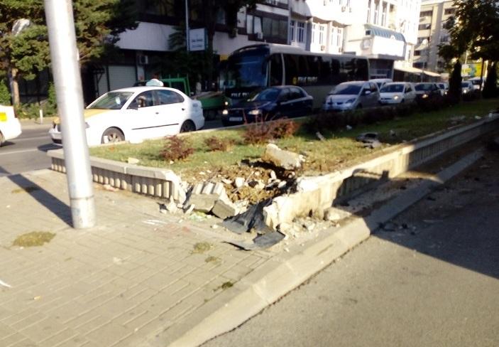 Сообраќајка кај ЕУ Инфо Центар, блокиран сообраќајот