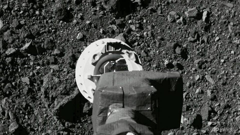 Историска мисија: Вселенското летало на НАСА зграпчи примерок од астероидот Бену