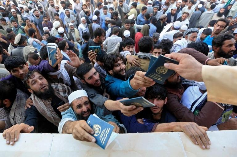 Многу мртви при стампедо во близина на пакистанскиот конзулат во Авганистан
