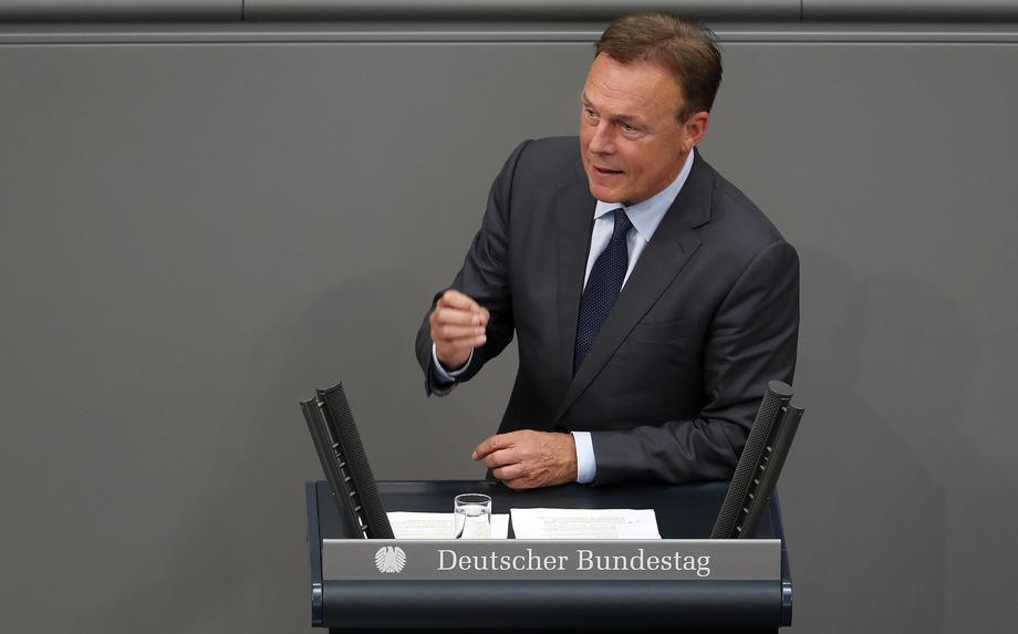 Шок на германската политичка сцена: Ненадејно почина потпретседателот на Бундестагот
