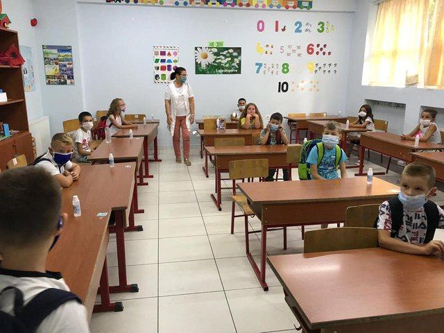 Албанија дополнително ќе ангажира 1.000 просветни работници за учебната година
