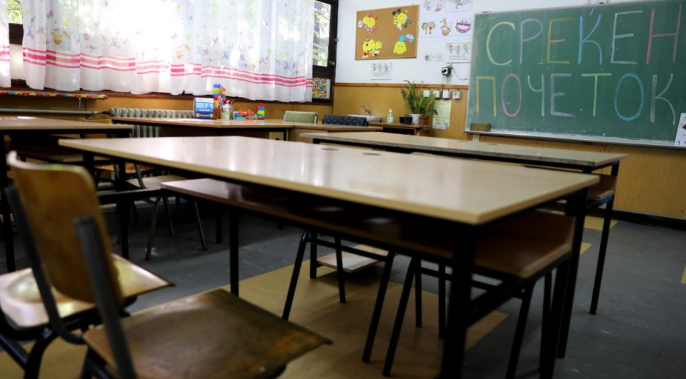 Бесплатни тестови еднаш месечно за сите негуватели, учители и наставници, предлага Мицкоски