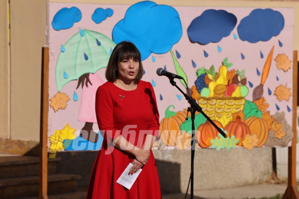 Царовска вели наставата тече нормално, наставниците, децата и родителите се снаоѓаат како знаат