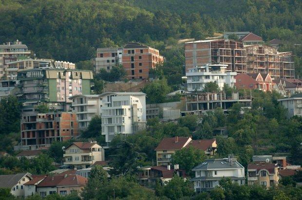 За спорни плацеви на Водно уапсен скопјанец, осомничени уште неколку лица