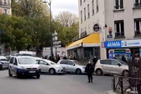 Уапсен маж во Париз кој шетал со мачета во рацете