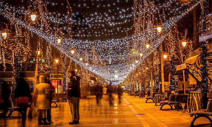 Градската власт не се откажува од празнична атмосфера, Скопје ќе биде украсено за Нова година до 5 декември