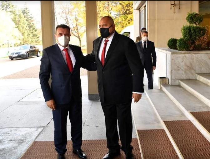 Заев јавно да каже за што точно преговара викендов на тајни средби во Софија