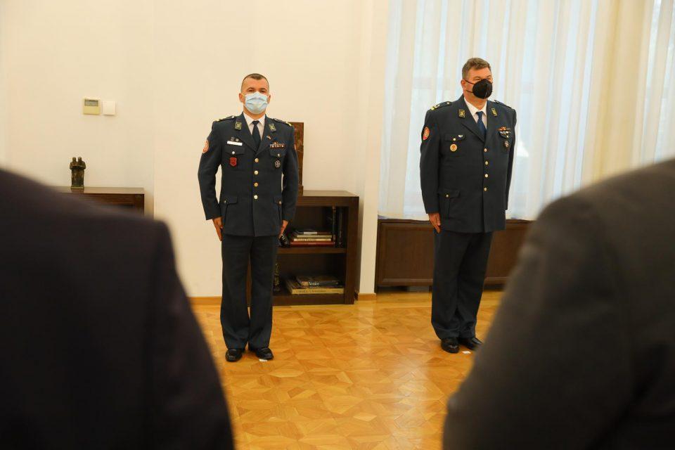 Пендаровски ги унапреди полковник Симеон Трајковски и полковник Бесник Емини во чин бригаден генерал