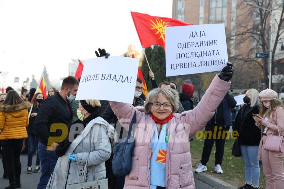 Сите во еден глас: Како се пееше македонската химна на денешниот протест