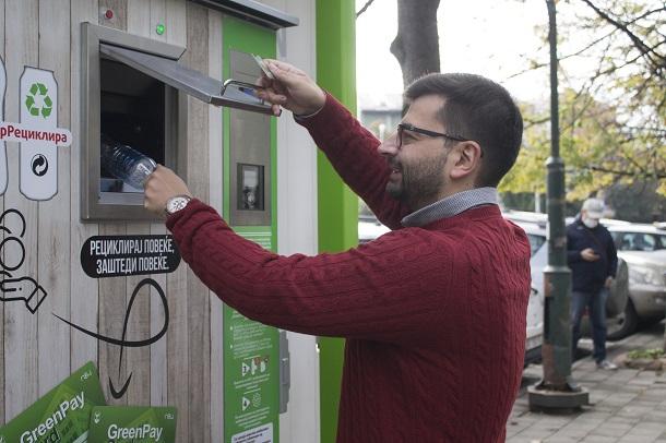 Центар ги пушти во употреба првите повратни вендинг машини за рециклирање