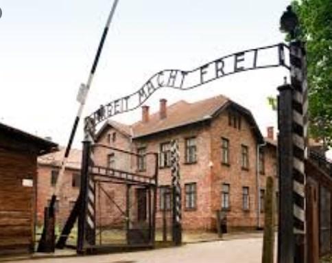 """""""Работата носи слобода"""": Борисов го цитира слоганот кој се наоѓа пред нацистичкиот логор Аушвиц"""