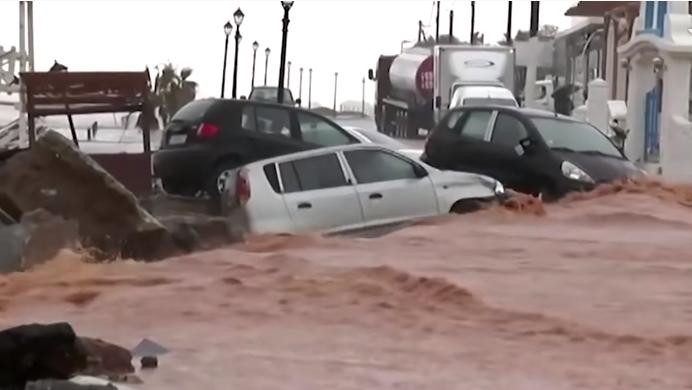 Поплави во градовите, реки кал го затрпуваат морето: Прогласена вонредна состојба во Грција