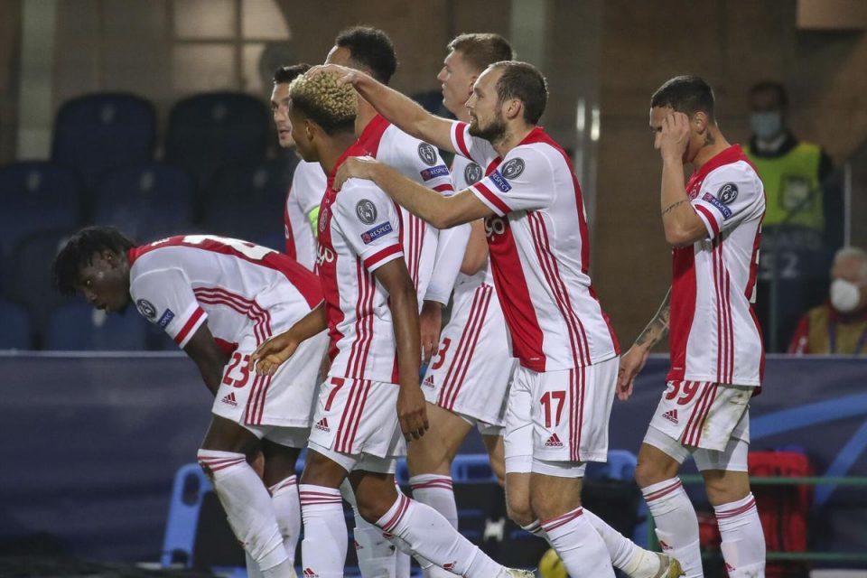 Единаесет фудбалери на Ајакс позитивни на Ковид-19