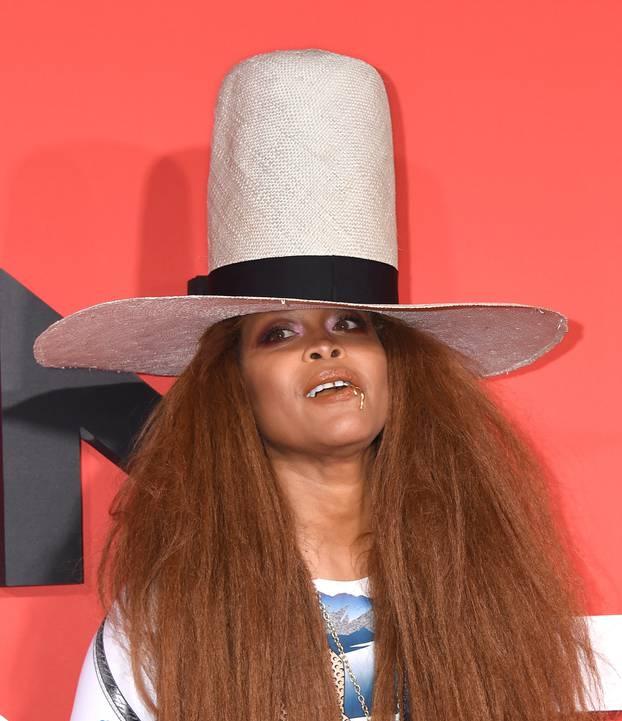 Американската пејачка се тестирала за корона, левата ноздра позитивна, десната негативна