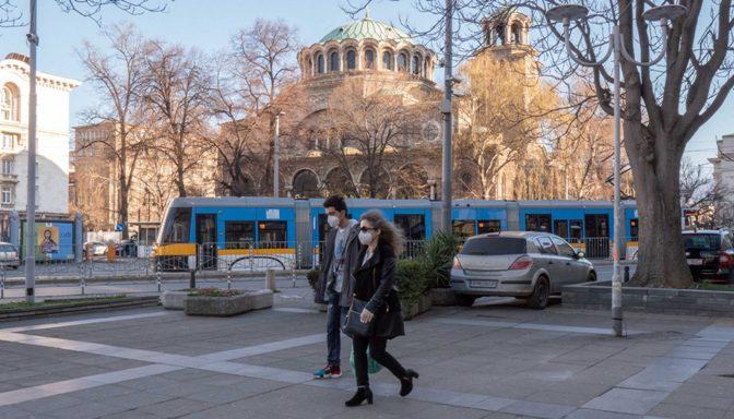 Затворање училишта, ресторани, трговски центри и спортски сали: Бугарија ги заострува ограничувањата