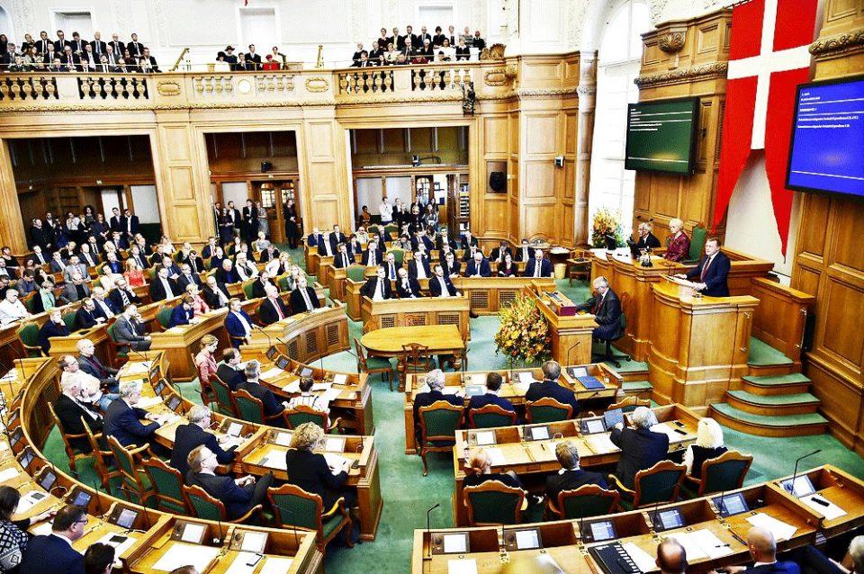 Поради заразени пратеници затворен парламентот во Данска