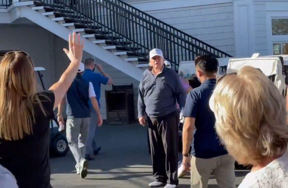 Трамп на голф терен ја дочека веста дека Бајден му го зема местото во Белата куќа