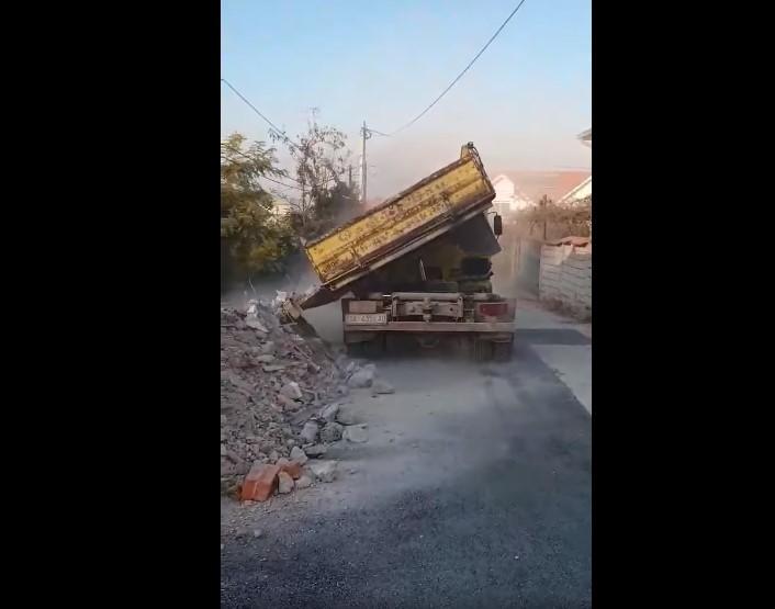 Кој каде стигне фрла ѓубре