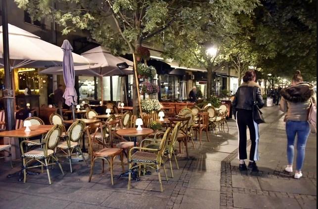Кафеаните, кафулињата, игротеки, трговски центри ќе затвораат во 17: Србија со нови рестриктивни мерки за услужната дејност