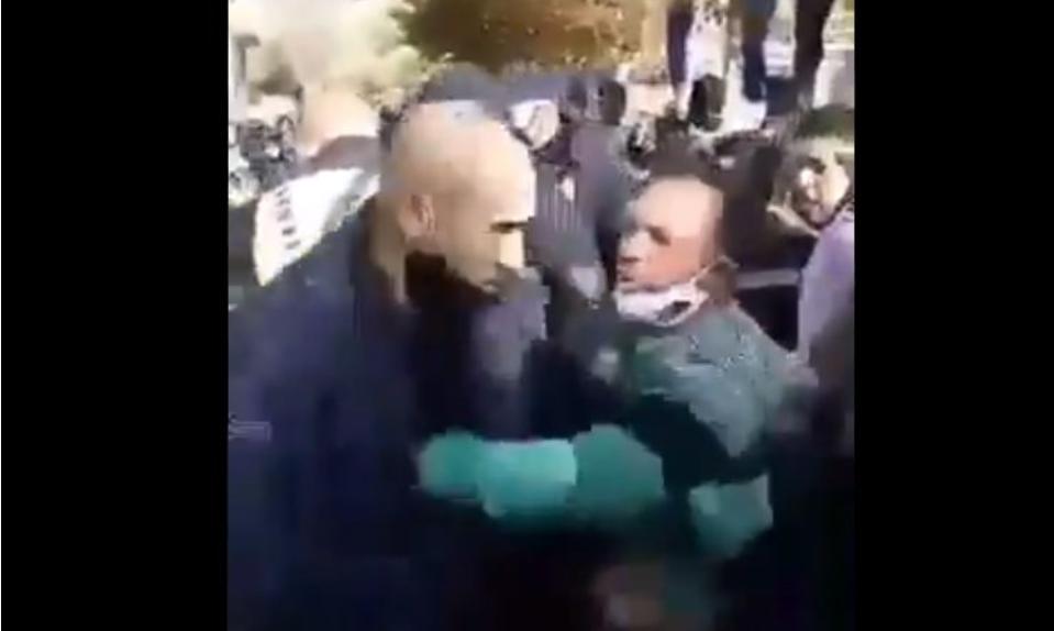 Hoв инцидeнт: Група Роми тепаат полицajци во Кочани