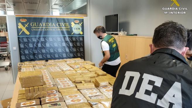 """Акција """"Династија"""": Двајца Срби меѓу шестемина уапсени со пола тон кокаин во Шпанија"""