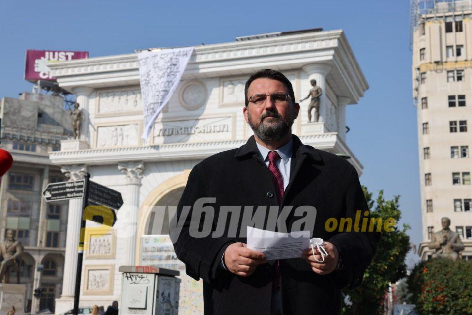 300 ковид-погреби во една недела, а пола Влада аплаудира на фрлање лопати за чешми или за пазар!
