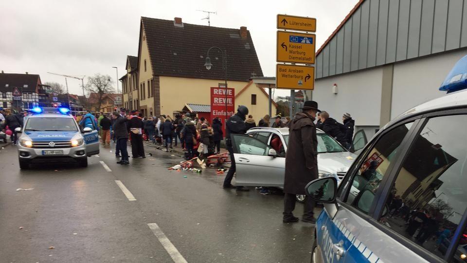 Пет луѓе повредени со нож при напад во германскиот град Оберхаузен
