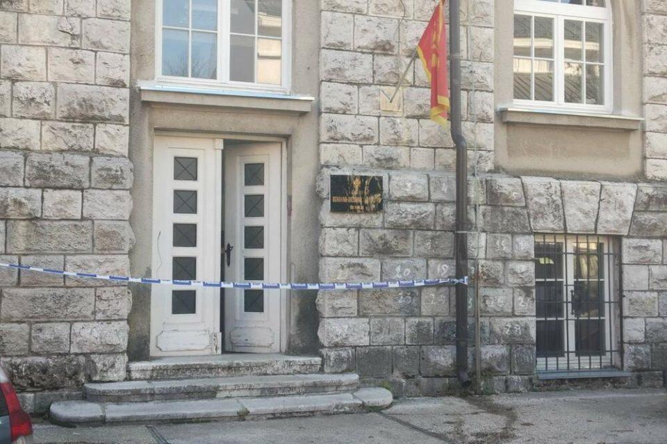 Црногорец се разнесе со бомба пред обвинителството во Цетиње