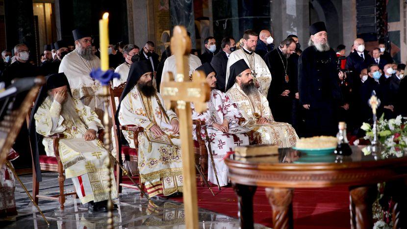 Хоспирализиран и епископот Давид, погребот го помина без маска