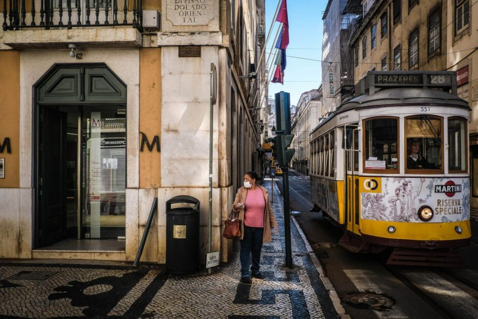 Португалија воведува целосен карантин и полициски час