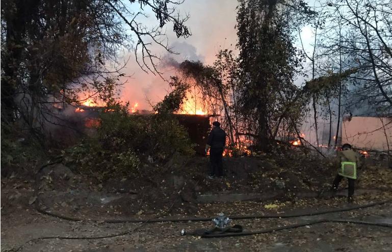 Пожар кај спортскиот центар во Тетово – нема информации за повредени