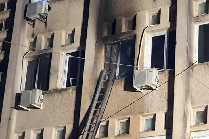 За влакно избегната катастрофа: Се запали оџак во Кавадарци: Пожарникари спречија огнот да се прошири