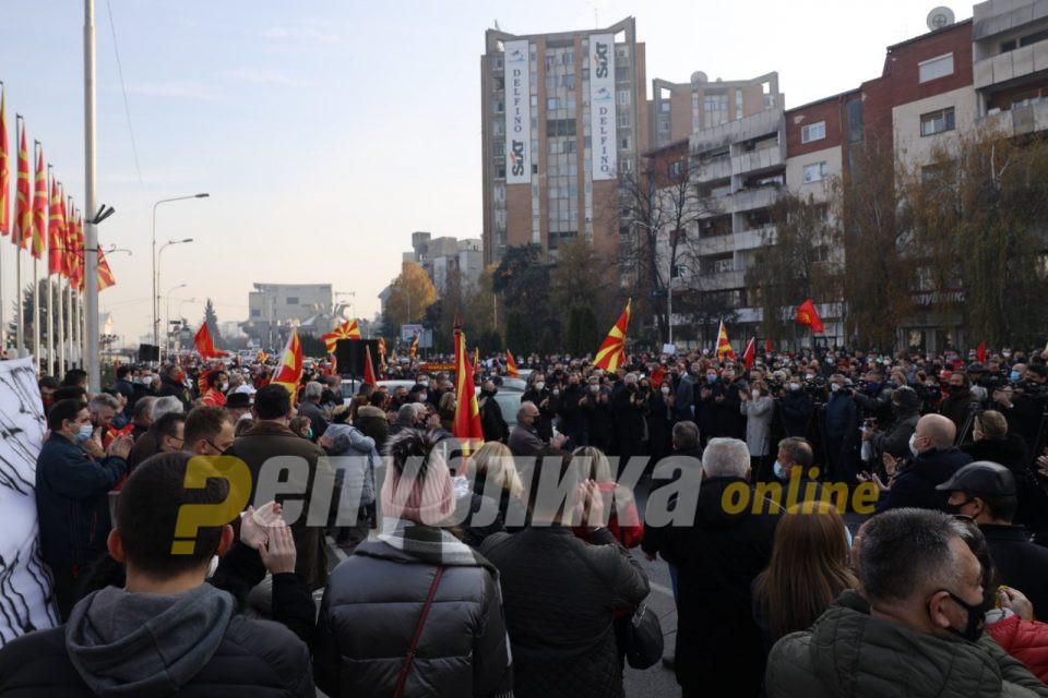 Снимка од дрон од денешниот протест: Заев да си оди и да не тргува со историјата