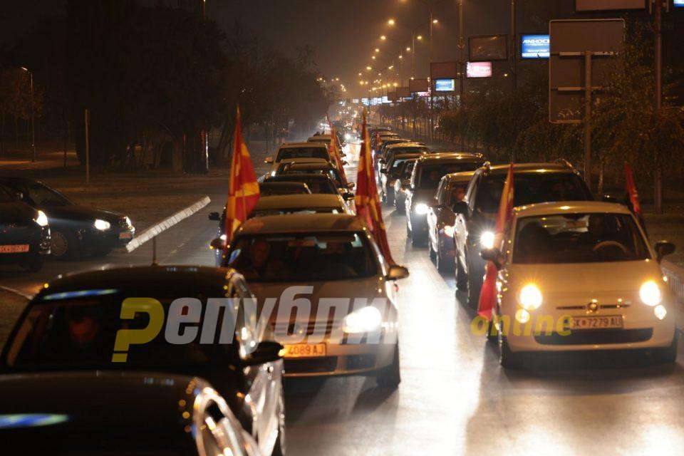 (ГАЛЕРИЈА): Повеќе од 1000 возила на протестот против Заев и неговите пробугарски ставови