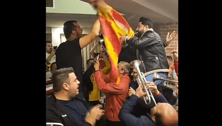 """Се гордеат Пендеви, гори Струмица: Сашко Пандев и Агушеви му ја пеат на уво """"Бисер балкански"""""""