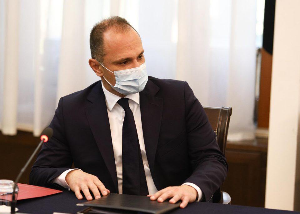 Филипче: Преговараме за набавка на 200.000 дози на вакцини од Кина