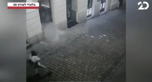 Терористот ранува момче, се враќа да го доврши
